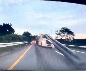 【事故】猛スピードのトレーラーが急ブレーキを踏み、積み荷の巨大パイプが…