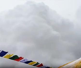 【衝撃】エベレストベースキャンプが雪崩に襲われる衝撃映像