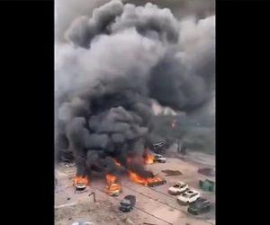 【爆発】ガソリンを積んだ大型タンクローリが大爆発。周囲の建物や車が吹き飛ぶ衝撃事故映像