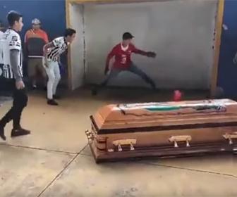 【衝撃】警察官に銃殺されたサッカー少年の最後のゴールが話題に
