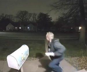 【衝撃】宅配便泥棒が荷物を盗むがすぐに警察に捕まる衝撃映像