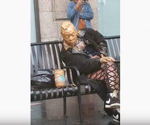 【衝撃】ベンチに座る女性の顔がピーナッツバターで覆われている衝撃映像
