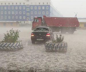 【自然】巨大な雹が大量に降り駐車場に止めてある車が破壊されてしまう衝撃映像