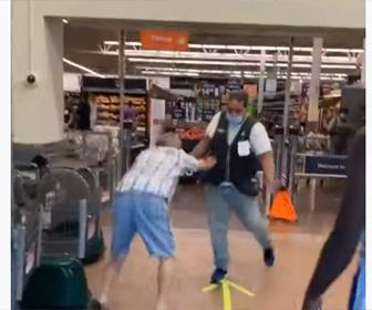 【衝撃】マスクをせずにスーパーに入ろうとする男が店員に止められ…