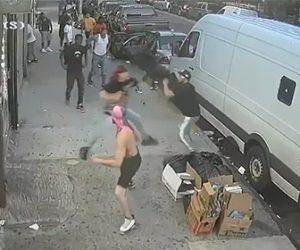 【暴行】ギャングの抗争。敵対ギャングメンバーを見つけ襲いかかる衝撃映像