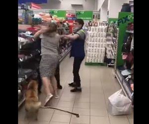 【衝撃】店内に飼い犬を連れ込み店員に注意され、激しい殴り合いになる衝撃映像