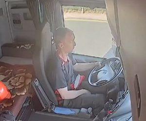 【事故】トラックの運転手が居眠り運転。道路工事のコンクリートブロックに突っ込む