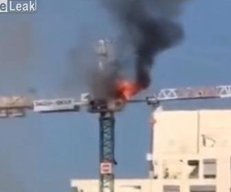 【衝撃】タワークレーンの操縦室でオペレーターが肉を焼くが火事になってしまう衝撃映像