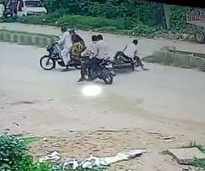 【事故】カップルが乗るバイクがUターンをするが後続のバイク3台が激突しクラッシュしてしまう