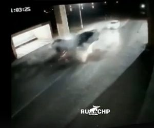 【事故】猛スピードの車が対向車線に進入し正面衝突。後続車も巻き込まれる衝撃事故映像。