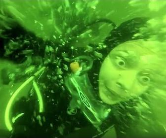 【衝撃】スキューバダイビング中にパニックになった女性。レギュレータ外してしまい…