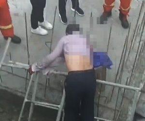 【閲覧注意】5mの高さから落下した作業員が鉄筋に突き刺さってしまう衝撃事故映像