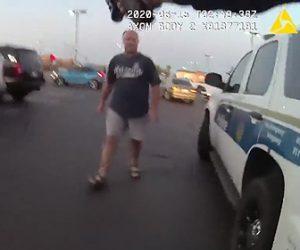 【衝撃】ナイフを持った男が女性警察官の制止も聞かず襲いかかってくる衝撃映像