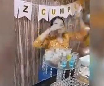 【衝撃】18歳の誕生日に調子に乗りすぎお酒を飲み過ぎた女性が…