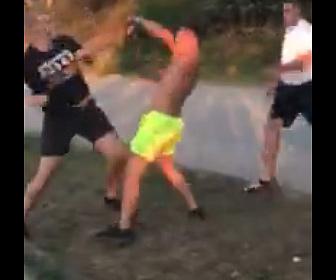 【喧嘩】バギーに乗る観光客と地元の男達が激しい殴り合い