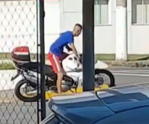 【泥棒】バイク泥棒が盗んだバイクを倒してしまい防犯アラームが鳴ると…