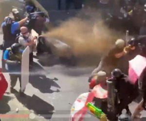 【デモ】アメリカ、ポートランドの抗議デモで極右と極左の集団が衝突