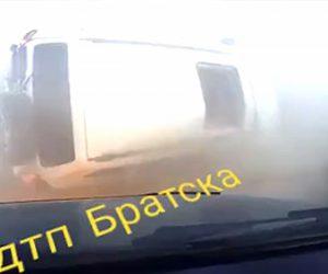 【事故】猛スピードの車が横転しサンルーフから女の子が飛び出てくる衝撃事故映像