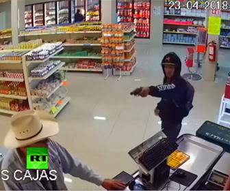 【衝撃】カウボーイVS武装強盗  銃を持った強盗にカウボーイが掴みかかり…