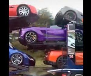 【衝撃】大量のスーパーカーを運ぶキャリアカーが横転してしまう衝撃映像