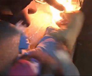 【衝撃】BLMの抗議デモで火炎瓶の火が抗議者の男性に燃え移ってしまう衝撃映像