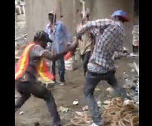 【喧嘩】建設現場で上司と部下がスコップで激しい殴り合いをする衝撃映像