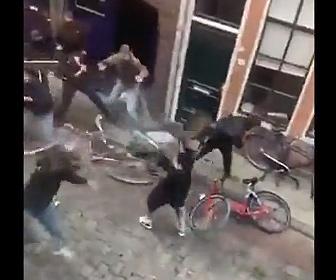 【乱闘】ドイツVSオランダ フーリガンたちが椅子や机を投げ合い激しい戦い