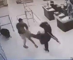 【暴行】男が女性店員と女性客に殴りかかり、男性客にも殴りかかるが…