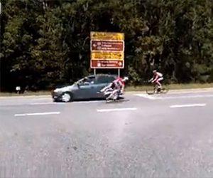 【衝撃】ロードバイクに乗る男性が後ろを確認せずに左折してしまい…