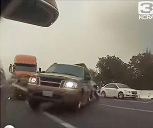 【事故】高速道路で猛スピードの大型トラックが前を走る車6台に突っ込む衝撃映像