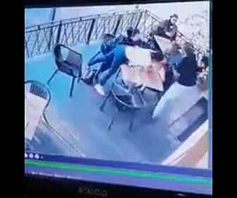 【衝撃】母親と娘が食事をしているテラス席に男が現れ娘を誘拐しようとするが…