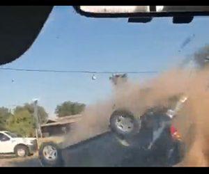 【衝撃】警察官が逃走する車にスパイク ストリップを投げ猛スピードで横転する衝撃映像