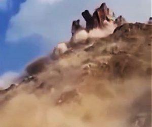 【自然】山が崩れる大規模な地滑り映像が凄い
