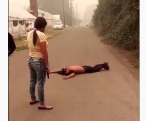 【衝撃】オレゴン州で女性が放火犯を発見し、銃を突きつけ取り押さえる衝撃映像