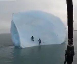【衝撃】2人の男性が巨大な氷河に飛び乗ったが氷河が回転してしまい…