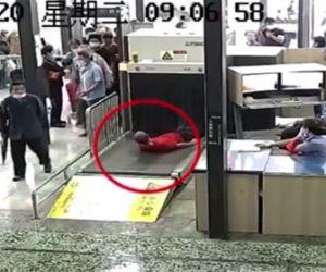 【衝撃】駅の行列を回避する為、男が衝撃の行動