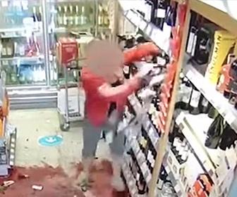 【衝撃】店内でソーシャルディスタンスを保つため、歩く方向を注意された女が衝撃の行動