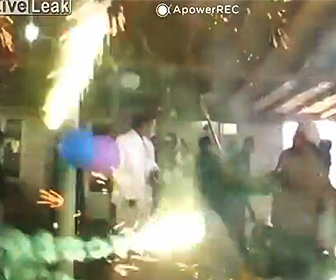 【衝撃】室内で花火に火をつける結婚式が危険すぎる