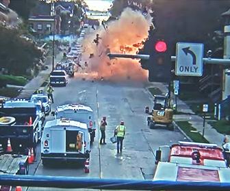 【爆発】ガス漏れで消防車が駆けつけるが家が大爆発してしまう衝撃映像
