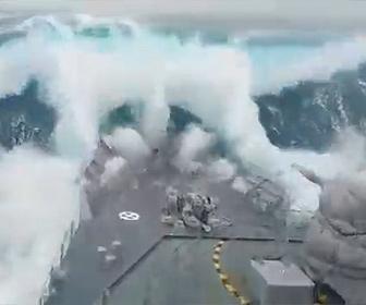 【衝撃】高さ20mの大波の中を進む軍艦が凄い