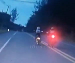 【衝撃】バイク男が警察バイクの進路を邪魔し、怒った警察官が…