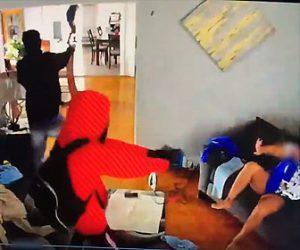 【衝撃】家に侵入してきた武装強盗達に少年が必死に戦う衝撃映像