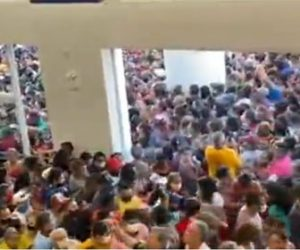 【衝撃】コロナ大流行中のブラジルで、店のオープンセールに客が殺到してしまう衝撃映像