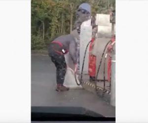 【衝撃】ガソリンをゴミ袋に入れて運ぼうとする男性がヤバい