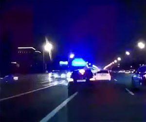 【事故】無理に追い越しをするBMWが救急車に激突してしまう衝撃事故映像