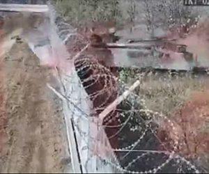 【衝撃】酔っ払った兵士が戦車で空港のフェンスを破壊してしまう衝撃映像