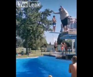 【衝撃】巨漢男性が飛び込み台からプールに飛び込む映像が凄い