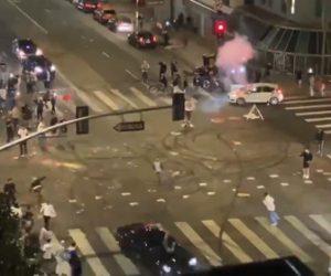 【事故】ドジャース優勝を祝い交差点でドリフトする車がサイクリストをはね飛ばす衝撃映像