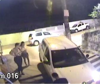 【衝撃】ドライバーがアプリの指示通りに進み、車が階段を駆け下りてしまう衝撃映像