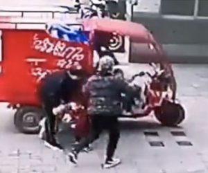 【事故】3歳の子供が3輪バイクのアクセルを回してしまいスーパーに突っ込む衝撃映像